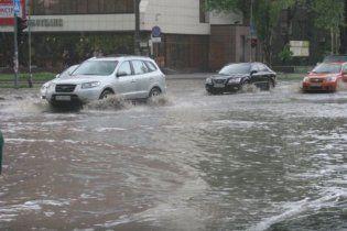 У Запоріжжі потік води змив 13-річних дітей у зливний колектор: один підліток загинув