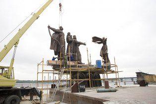 У столиці відкрили відремонтований пам'ятник засновникам Києва