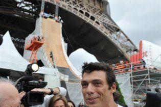Французский роллер установил новый мировой рекорд, прыгнув с Эйфелевой башни