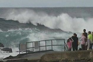В Австралии из-за шторма 10 тысяч домов остались без электричества
