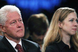 Клінтон звітує перед дочкою за кожен зайвий кілограм