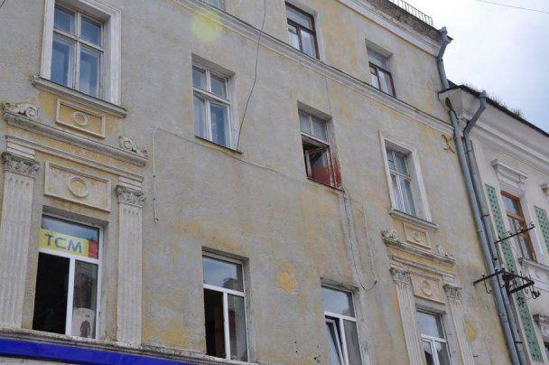 Януковича в Тернополе залили краской
