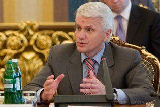 Литвин: уряд намагається перебрати на себе повноваження Ради