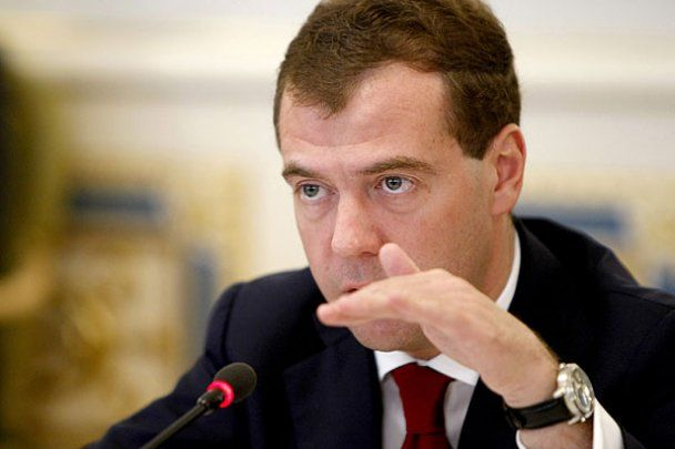 """Медведев пообещал найти """"уродов"""", которые организовали теракт во Владикавказе"""