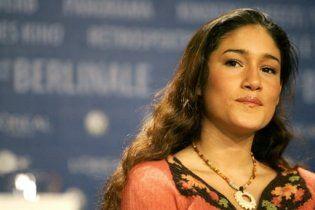 Виконавиця ролі Покахонтас прикувала себе наручниками до Білого дому