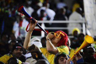 Тренер збірної ПАР закликає вболівальників оглушити суперників вувузелами