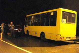 В Киеве на пешеходном переходе автобус сбил школьника