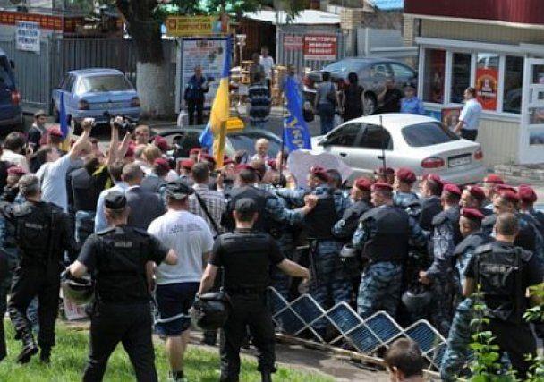 """""""Беркут"""" взяв у кільце опозиціонерів, які вийшли проти Януковича"""