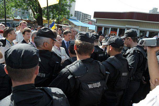 """Регіонали похвалилися: міліція заблокувала опозицію """"на 5 балів"""""""