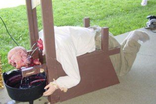 Росіянин сконструював гільйотину і відрубав собі голову