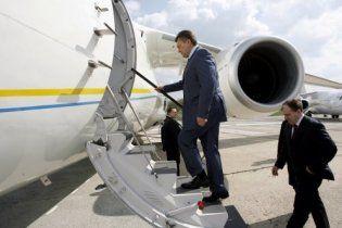 Янукович полетів до Німеччини