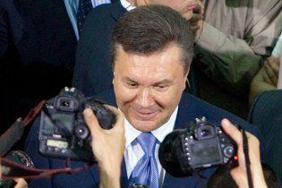 Янукович покатался в метро, открыл три новые станции и эстакаду