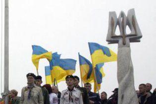 Вандали розбили Герб України на Говерлі