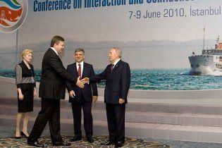 Янукович закликав будувати через Україну нові газогони