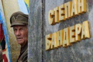 """Украинцы Европы возмутились """"провокацией"""" власти против Бандеры"""