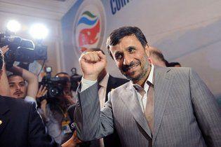 """Ахмадинежад предложил Обаме встретиться """"как мужчина с мужчиной"""""""