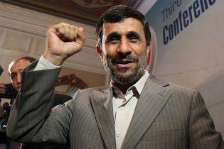 """Ахмадінежад став на захист """"повії Карли Бруні"""""""