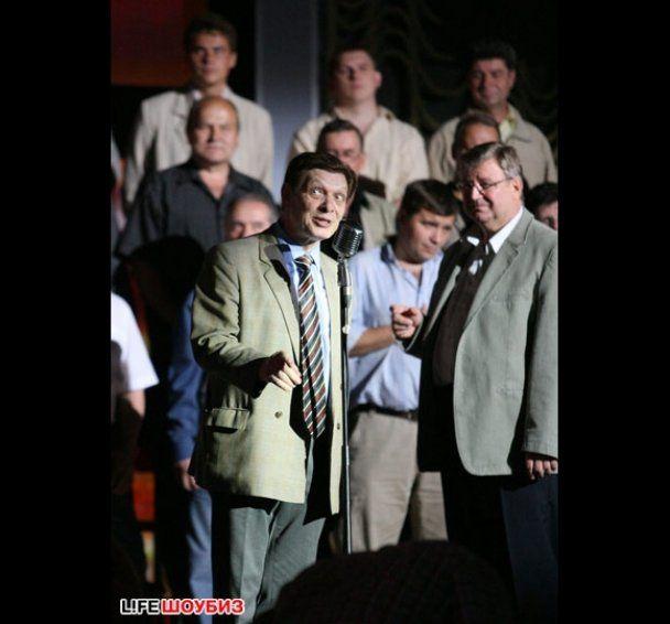 Едуард Хіль заспівав з онуком