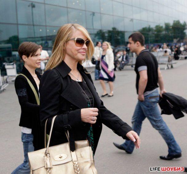 Анастейша хоче усиновити дитину