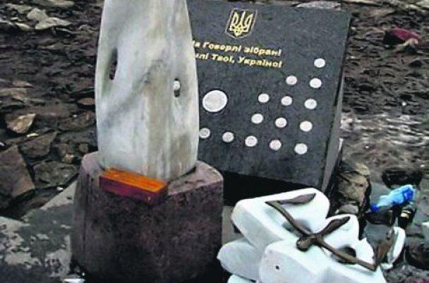 """Автор """"Тризуба"""" на Говерле говорит, что памятник мог убить"""