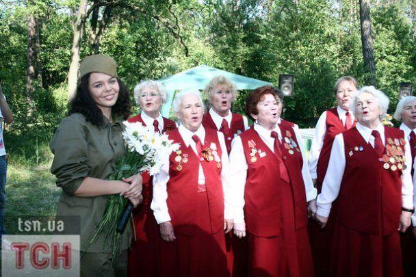 Аліна Гросу влаштувала військову вечірку