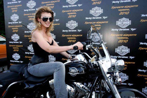 Шонн Карр та Женя Тимошенко розважились на байкерській вечірці