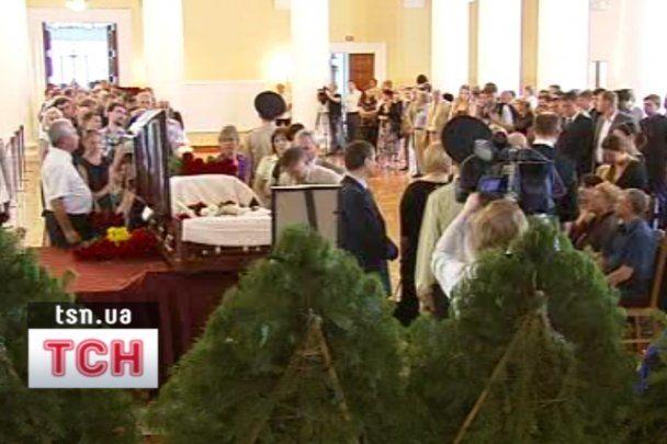 В Киеве на Байковом кладбище похоронили Александра Зинченко