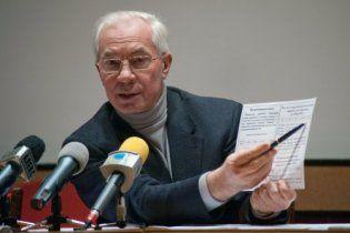 Азаров знову пообіцяв українцям стабільну гривню