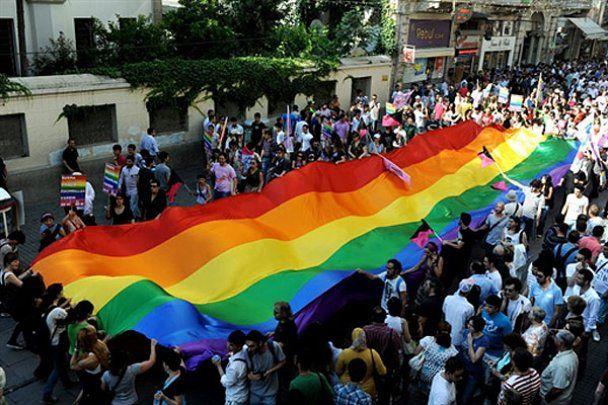Во Франции, Турции и Израиле провели гей-парады