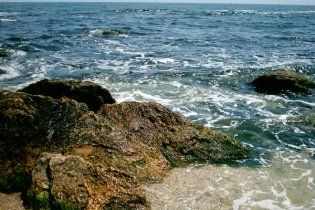 На Одессу Черным морем движется огромное пятно неизвестного происхождения