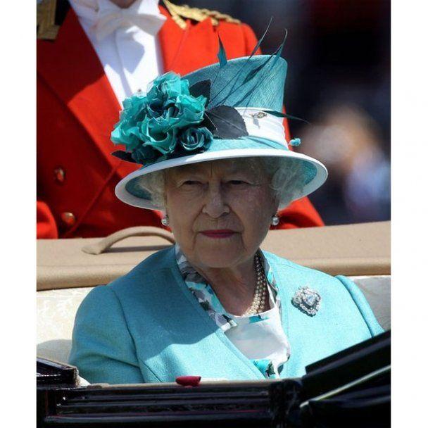 Королевские гонки и шоу шляпок в Британии
