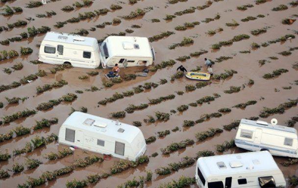 Лазурний берег Франції потонув у багнюці, 20 загиблих