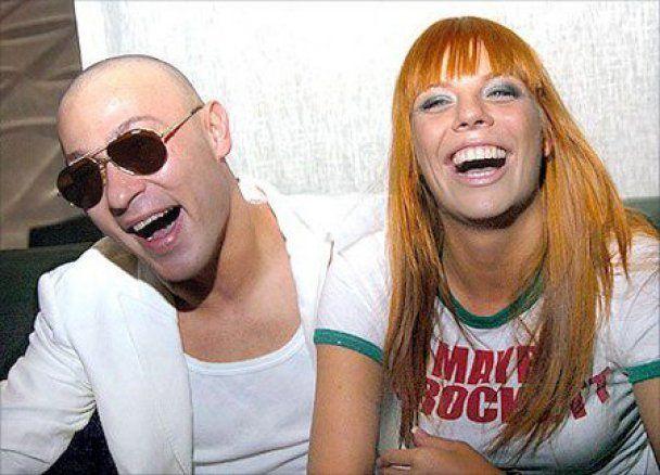 После разрыва с любимым Анастасию Стоцкую утешает певец Никита