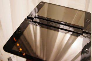 Представлений ноутбук з подвійним сенсорним екраном