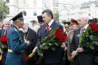 Янукович возложил цветы к Могиле Неизвестного солдата