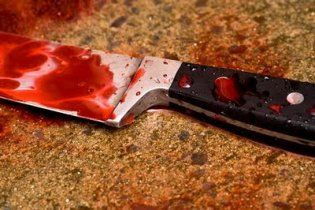 В Черновцах молодой цыган зарезал себя на глазах у 9-летней падчерицы