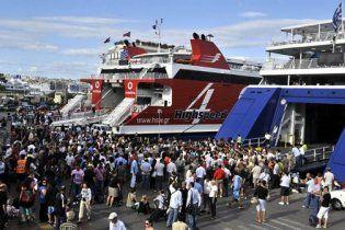 Греція охоплена численними страйками, заблоковано найбільший порт Європи