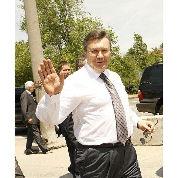 На Хортиці Янукович отримав від козаків булаву