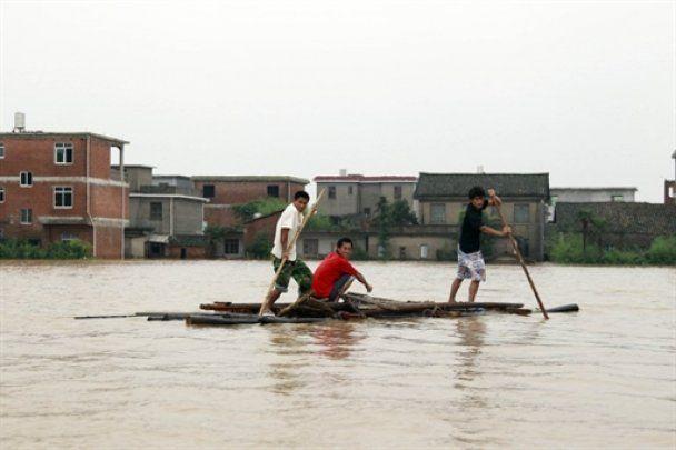 Юг Китая затопили дожди: 29 млн человек пострадали