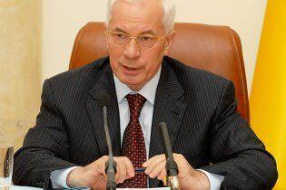 Азаров назвав нісенітницею заяви про економічний провал