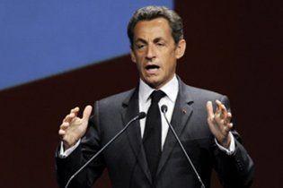 Священник молится, чтобы у Саркози отказало сердце