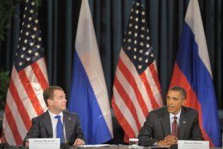 Обама и Медведев променяли телефон на Twitter