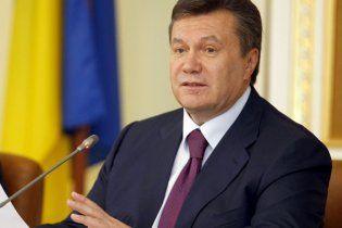 ПР: Янукович пока не будет переписывать Конституцию