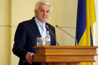"""Литвин призвал """"не возбуждать"""" людей русским языком"""