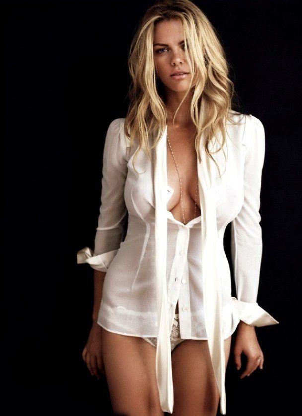 Найсексуальніша дівчина Esquire подякувала за вроду фотошопу