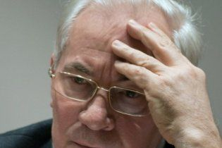 """Азаров обіцяє """"раз і назавжди"""" усунути загрозу повеней"""