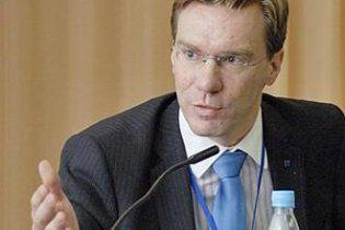 У Януковича пояснили, чому не реагують на скандал з німецьким експертом