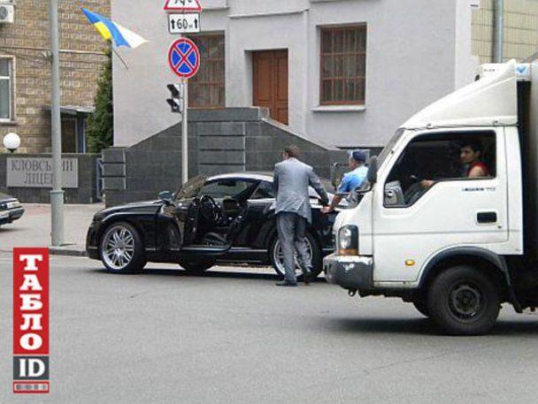 БЮТівець на Bentley потрапив у ДТП