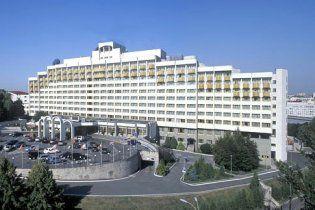 """Янукович вирішив повернути собі """"Президент-готель"""""""