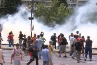 Полиция применила газ против бастующих греков